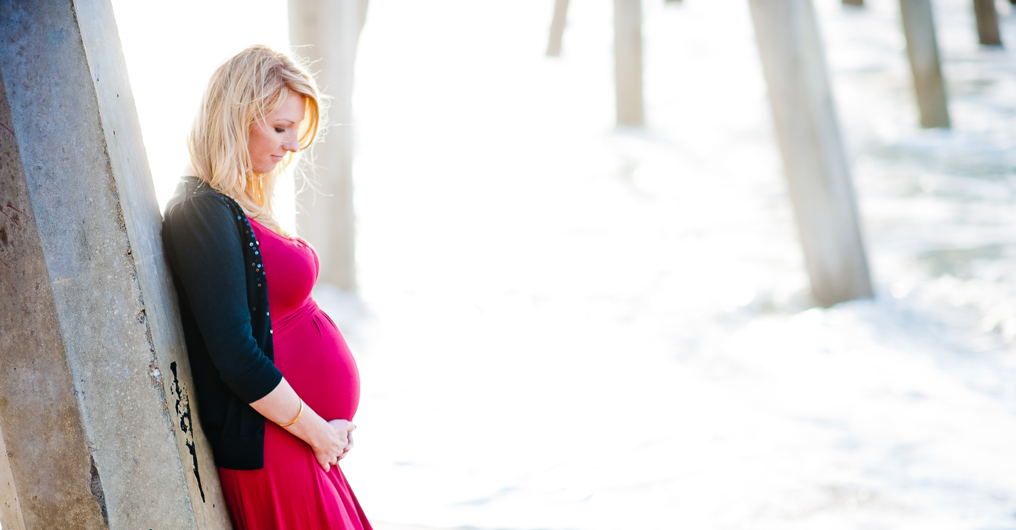 Lindsey's Hermosa Beach Maternity Photo Shoot featured slider image
